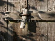 Bolzen aus Holz an einem Schuppen beim Bartholdskrug in Lipperreihe