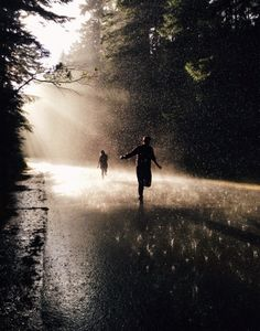 O Lobo a Cabrita e a Cabra Running In The Rain, Running Away, Trail Running, Couple Aesthetic, Aesthetic Pictures, Images Esthétiques, Running Inspiration, Jolie Photo, Rainy Days