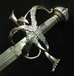 the short time since I first saw this sword yesterday, I have caught myself fantasizing about it in every moment my brain is not occupied with something important. Renaissance, Swords And Daggers, Knives And Swords, Katana, Cool Swords, Sword Design, Medieval Weapons, Arm Armor, Cold Steel