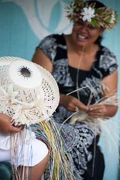 Rangaranga o te pare rito (weaving of rito hats) Island Food, Island Life, Cook Island Holidays, Rarotonga Cook Islands, Decorative Crafts, Polynesian Culture, Church Hats, Holiday Deals, Weaving Techniques