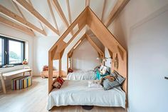 A Cosy Kids' Room Filled with Charm http://petitandsmall.com/cosy-kids-room-filled-charm/