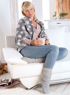 Gerade jetzt in der kalten Jahreszeit ist doch ein Lieblingsteilzum Kuscheln das Wichtigste im Kleiderschrank. Wir zeigen Euch in unserer Anleitung, wie Ihr aus einem einfachen Rechteck aus Stoff ei