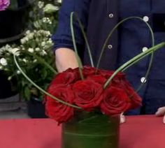 How to Arrange Flowers for a Small Vase in 6 Steps