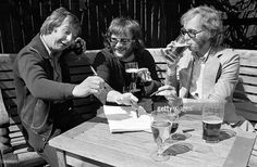 Photo of Bill ODDIE and GOODIES and Graham GARDEN and Tim BROOKE TAYLOR; Group portrait, beer, drink L-R Tim Brooke Taylor, Bill Oddie and Graham Garden