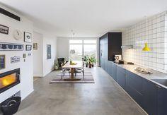 Køkkenet i villaen ved København var fra en tid, hvor mor kokkererede alene bag en lukket dør, mens far sad i stuen og røg pibe - indenfor! Nu har en familie på fire lavet køkkenet helt om, så det passer til et moderne familieliv.