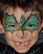 maquillage dragon ailes sur les yeux tete sur le front