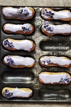 i found this vintage eclair pan on ebay, i just love vintage baking tins, i always think they must have such a history and imagine all the kitchens they may of been in. the violets were picked for …