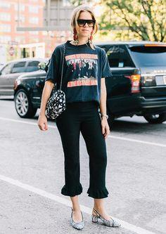 T-shirt vintage + calça cropped babados