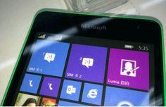 Si durante el día de ayer, os informamos que Microsoft tiene previsto poner en marcha el primer Windows Phone con su marca dentro de muy poco, el próximo 11 de noviembre, hoy nos ha sorprendido la llegada de las primeras imágenes de dicho terminal, unas imágenes filtradas que apuntan que el dispositivo en cuestión será el nuevo Lumia 535.