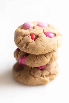 The best M&M Cookies that are bakery quality, without a lot of effort! Get the secrets that make these M and M Cookies better than the rest! Best M&m Cookie Recipe, Candy Recipes, Cookie Recipes, Baking Recipes For Kids, Cookie Bakery, M M Cookies, Sweet And Salty, Holiday Cookies, Cookie Jars