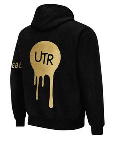 A deft blend of comfort and structure, this pullover hoodie has been crafted with classic and contemporary elements, completed with a drawstring hood and kangar