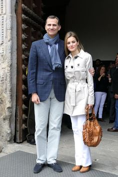 May 2014 – Felipe & Letizia looked cute & casual on their 10th wedding anniversary, which they celebrated by visiting an El Greco exhibition in Toledo, Spain | Image Source: Getty / Pablo Cuadra