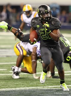 Sept. 3 vs. LSU: LaMichael James returned to his home state as the Ducks debuted their 2011 Nike Pro Combat uniforms for the Cowboys Classic in Arlington, Texas. This combination featured a black helmet (with volt O), black/anthracite jersey and pants, black socks and sliver (with volt) shoes.