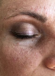 testing eyeshadows Pretty Naked II day light skin without make-up