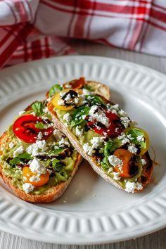 Easy Mediterranean Diet Recipes, Mediterranean Dishes, Mediterranean Diet Breakfast, Mediterranean Diet Pyramid, Diet Snacks, Healthy Snacks, Healthy Diet Meals, Healthy Liver, Healthy Recipes