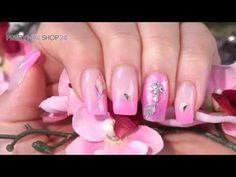 #pink   #bohemian   #nails   #nailart   Wenn zartes Pink dezent mit Glitzer und bunten Motiven verziert wird, entsteht ein toller Look im Boho-Style. Wie das aussehen kann, zeigen wir Dir in diesem Video. Hier findest Du alle verwendeten Produkte: http://www.prettynailshop24.de/shop/boho-meets-pink-video_1026.html#Produkte?utm_source=pinterest&utm_medium=referrer&utm_campaign=pi_NA_Boho2916