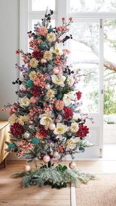 Christmas Tree Inspiration, Christmas Tree Themes, Pink Christmas, Xmas Tree, Christmas Home, Christmas Tree Decorations, Christmas Holidays, Christmas Crafts, Christmas Tree Flowers
