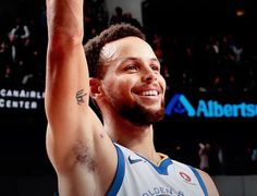 Dallas TEXAS; January 3rd - Stephen Curry curled off a screen, stopped at the top of the arc and drained a three-pointer with three seconds left to give Warriors 125-122 win over Mavericks. #KevinDurant and #KlayThompson added 25 points apiece, while #DraymondGreen notched double-double with 18 points, 10 rebounds. Warriors improve to 30-8 on season.