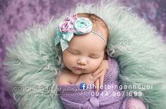 Idaho Falls ID newborn, infant, baby, child, birthday and family photographer. Caralee Case Photography specializes in fun & colorful newborn and children's portraiture. Newborn Bebe, Foto Newborn, Newborn Poses, Newborn Photo Props, Newborn Session, Baby Girl Newborn, Newborns, Kind Photo, Foto 3d