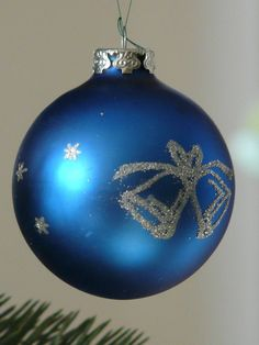 Blue Christmas tree ornaments are a popular choice for Christmas decorating. #blueornaments #Christmastree #ornaments Imagine pretty blue Christmas tree ornaments on your Christmas tree this year.