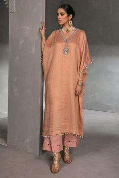 Stylish Dress Book, Stylish Dresses For Girls, Stylish Dress Designs, Kaftan Designs, Kurta Designs Women, New Designer Dresses, Indian Designer Outfits, Dress Indian Style, Indian Fashion Dresses