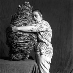 Judith Scott teje sus esculturas como un insecto. Dentro mete todo tipo de cosas. Los expertos se preguntan qué tanta intención hay en ello. La mujer araña | Edición impresa | EL PAÍS