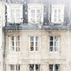 Paris, still beautiful in the rain Anna And The French Kiss, Tuileries Paris, Love Rain, Bellatrix Lestrange, When It Rains, The Infernal Devices, Ginny Weasley, Rainy Days, Storyboard