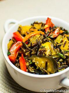 Dziś bardzo szybkie (ale jakże aromatyczne!) danie obiadowe. Bardzo brakuje mi owoców i warzyw dostępnych w sezonie letnim, ale okazuje się, że również w miesiącach jesienno-zimowych może być kolorowo i wartościowo. Przy tym jak zawsze: danie szybkie i bardzo łatwe w przygotowaniu. Na co? Na obiad lub kolację, pełną witamin oraz różnych smaków. Warzywa (marchew,…