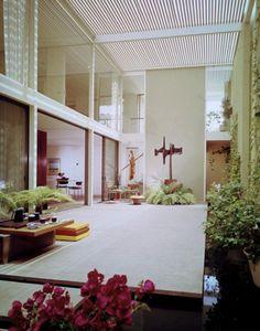 case study house 25 - Killingsworth, Brady and Smith - julius shulman Open atrium with windowed stories