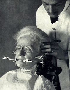 When Tooth Extraction Is Terrifying: 32 Scary Photos Show the Early Days of Dentistry ~ vintage everyday Dental Humor, Dental Hygiene, Dental Health, Oral Health, Dental Art, Medical Dental, Dental Life, Dental Surgery, Dental Implants