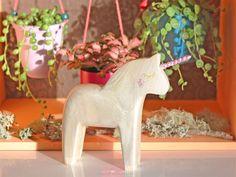 DIY : j'ai adopté une licorne ! - Purple Jumble Posca, Dinosaur Stuffed Animal, Ikea, Decoration, Purple, Toys, Blog, Animals, Decor