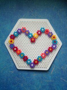 Basteln mit Kindern,HAMA, Bügelperlen, Perler Beads, Muttertag, Geschenk selbermachen, DIY, Deko