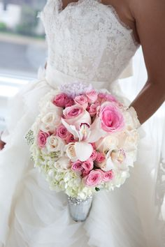 Roses roses et blanches #bouquet de #mariee #wedding #bouquet #bouquetdemariee #weddingbouquet
