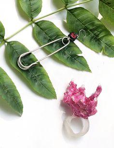 В густых, знойных зарослях  распускаются диковинные, таинственные цветы. #natashadea #SS17 #fashiontrends #jewelry
