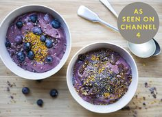 Acai are purple berries from Brazil that are very high in antioxidants. We like to enjoy their goodness in this cool, creamy breakfast that's perfect on a hot summer's day when you are fully awake and ready for something refreshing. Savour and warm each m Acai Recipes, Raw Food Recipes, Breakfast On The Go, Breakfast Bowls, Breakfast Options, Healthy Crockpot Recipes, Healthy Snacks, Acai Berry Powder, Hemsley And Hemsley