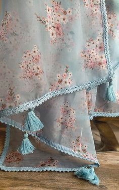 8.5 MTRS PALE PINK ANGLAISE TRIM 2CMS WIDE **LOTS OF THIS AVAILABLE**