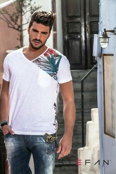 Mariano Di Vaio for Stefan Cut Shirts, Polo T Shirts, Mens Printed Shirts, Shirt Print Design, Shirt Designs, Popular Fashion Blogs, Mdv Style, Polo Shirt Outfits, Ankara Clothing