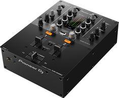 Mezclador DJ de 2 canales con licencia rekordbox DJ & DVS  La DJM-250MK2 ha heredado algunas de las características profesionales de la popular DJM-900NXS2, como el crossfader Magvel y el filtro Sound Color FX. Controles sencillos, un diseño claro y aisladores de 3 bandas que te permiten hacer scratch y mezclar de forma instintiva.