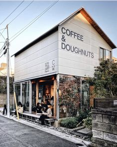 Higuma Doughnuts Tokyo Who would like to meet for coffee & doughnuts ? Trip to Tokyo an unavailable bonus at this time though I can always dream. Thanks Davina for the Cafe Shop Design, Cafe Interior Design, Store Design, Cute Coffee Shop, Coffee Cozy, Coffee Shops, Coffee Life, Cafe Restaurant, Restaurant Design