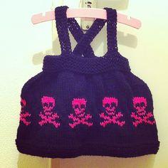 Schattig Baby Gothic Jurkje, free pattern, punk gothic baby dress