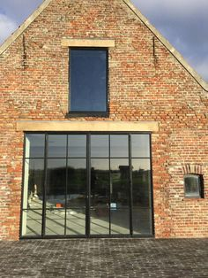 References Build iD- Referenties Brick Wall Decor, Steel Doors And Windows, Barn Renovation, Modern Garage, House Windows, House Extensions, Beautiful Buildings, Architecture Details, My Dream Home