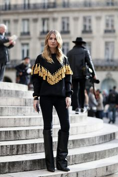 fashion look street style sweatshirt printed black Estilo Fashion, Look Fashion, Paris Fashion, Womens Fashion, Net Fashion, Fashion Trends, Mode Chic, Mode Style, Looks Style