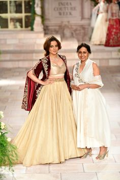 Latest Bride Sister Lehenga Designs by Anju Modi. Her latest collection was showcased at ICW 2018 and has some amazing Pre-Wedding, and Bridal Lehengas. Victorian Bride, Victorian Gown, Velvet Dress Designs, Bride Sister, Indian Attire, Indian Wear, Saree Blouse Patterns, Indian Bridal Fashion, Indian Lehenga