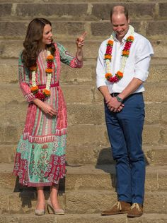 L'après-midi, Kate et William ont rejoint un terrain de cricketThe Duchess of Cambridge receives a tika during a visit with the Duke of Cambridge to the Banganga Water Tank, in Mumbai, India, during day one of the royal tour to India and Bhutan in Mumbai , India on April 10, 2016. Photo by Dominic Lipinski/PA/ABACAPRESS.COM | 542365_007 Mumbai Inde India