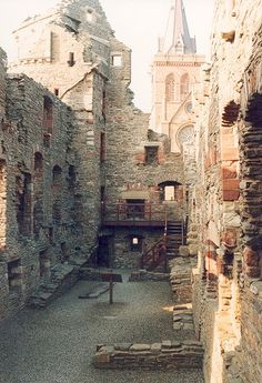 #Kirkwall - Earl's Palace with St. Magnus Cathedral, #Orkney, Scotland #Flatt