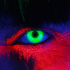 83001 glow in the dark uv green contact lenses Custom Contact Lenses, Novelty Contact Lenses, White Contact Lenses, Cool Contacts, Green Contacts Lenses, Colored Contacts, Eye Contacts, Glow Bracelets, Glow Necklaces