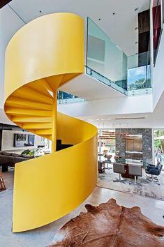 Casa integrada e elegante em Curitiba