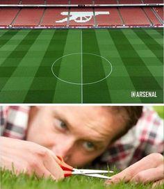 Murawa na boisku Arsenalu Londyn musi być idealna • Trawa na Emirates Stadium perfekcyjnie przystrzyżona • Wejdź i zobacz więcej >> #arsenal #football #soccer #sports #pilkanozna #funny