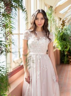 Cool 50+ Pretty Garden Wedding Dress Ideas https://weddmagz.com/50-pretty-garden-wedding-dress-ideas/