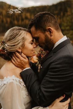 Loved this cozy, intimate fall forest elopement including Idaho wedding ideas, Idaho Panhandle National Forest, intimate elopement inspiration, dogs at weddings, beautiful personal vows, & more! for bookings & inquiries - Claudia Noelle, Seattle-based intimate wedding and elopement photographer